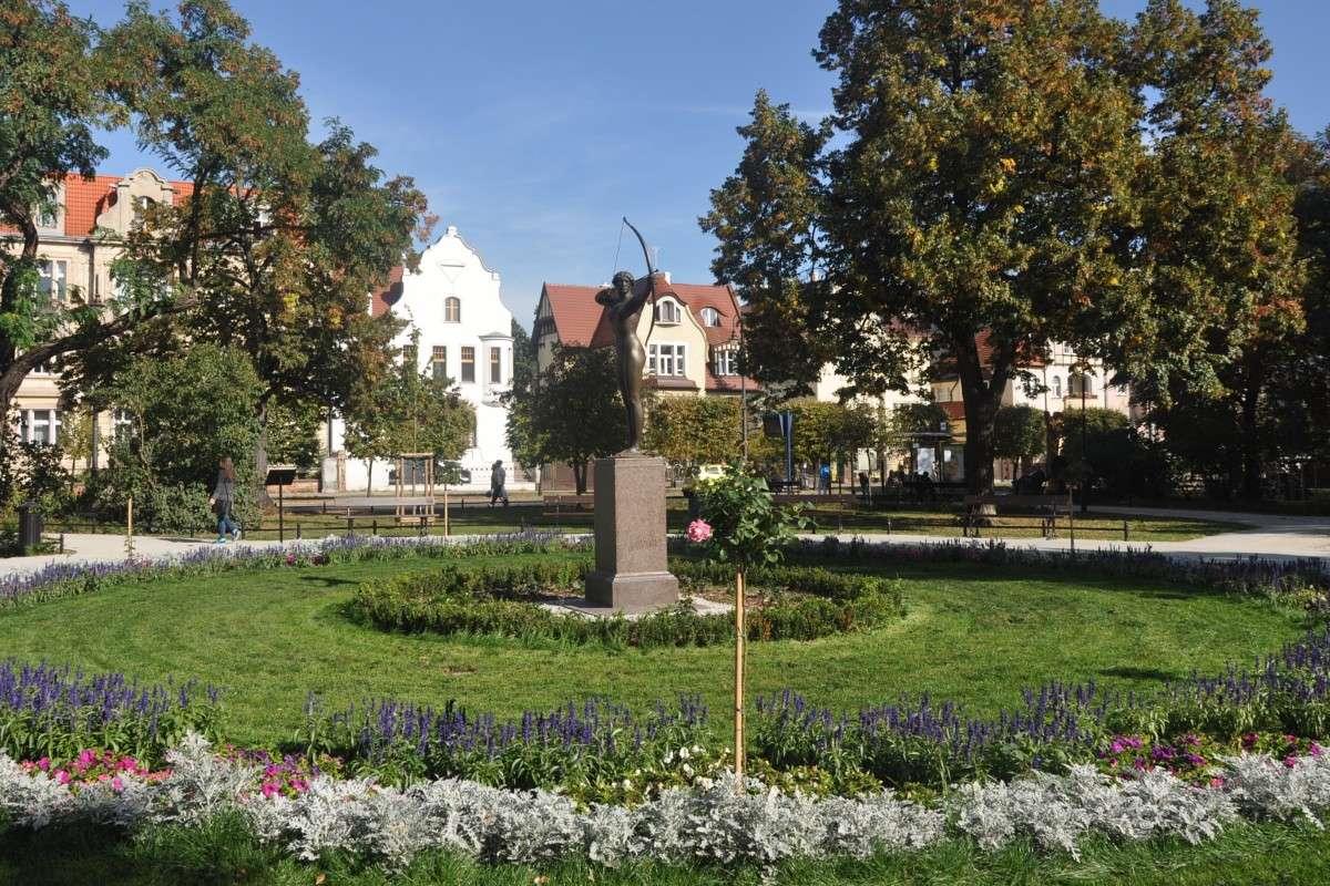 Pomnik Łuczniczka - ST (1)