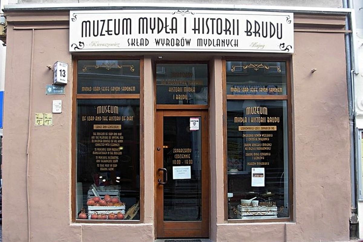 781px-Muzeum_Mydła_i_Historii_Brudu_Bydgoszcz_2012a