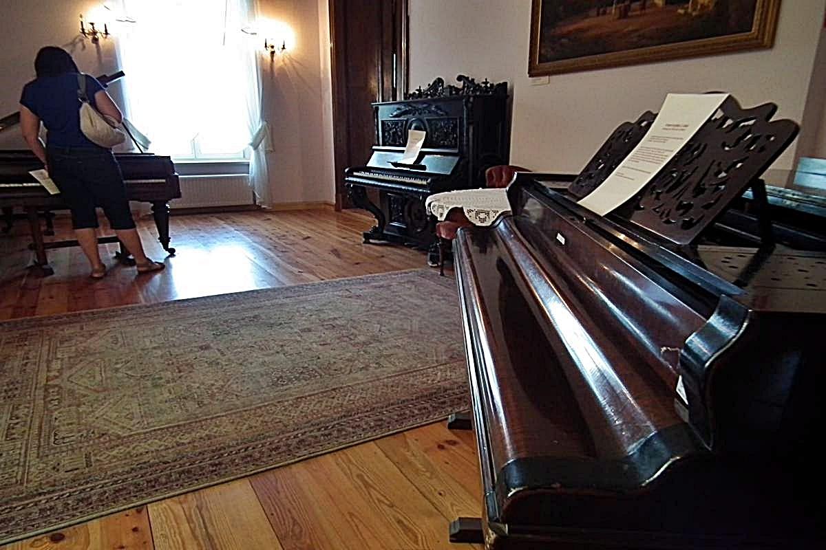 Fortepiany w Ostromecku