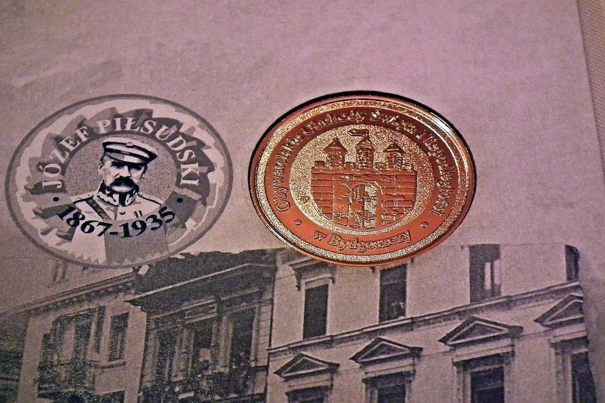Moneta okolicznościowa z Marszałkiem Piłsudskim i herebm Bydgoszczy