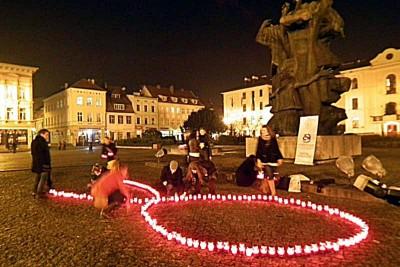 Czerwona Kokardka na Starym Rynku