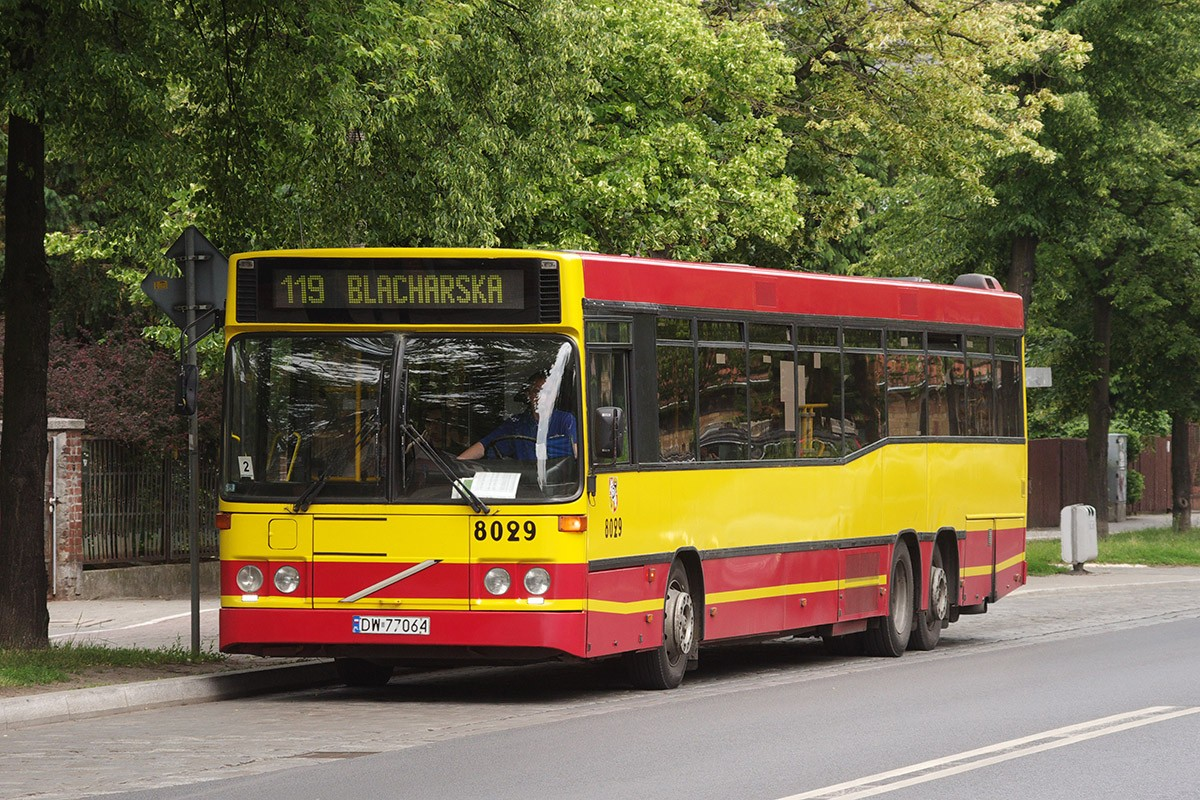 Volvo_B10BLE_6x2_in_service_for_MPK_Wrocław_(Poland,_June_2012)