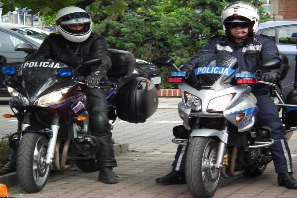 policjanci na motorach_1200x800