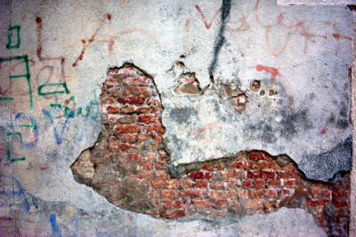 mur, pustostan, zamurowana