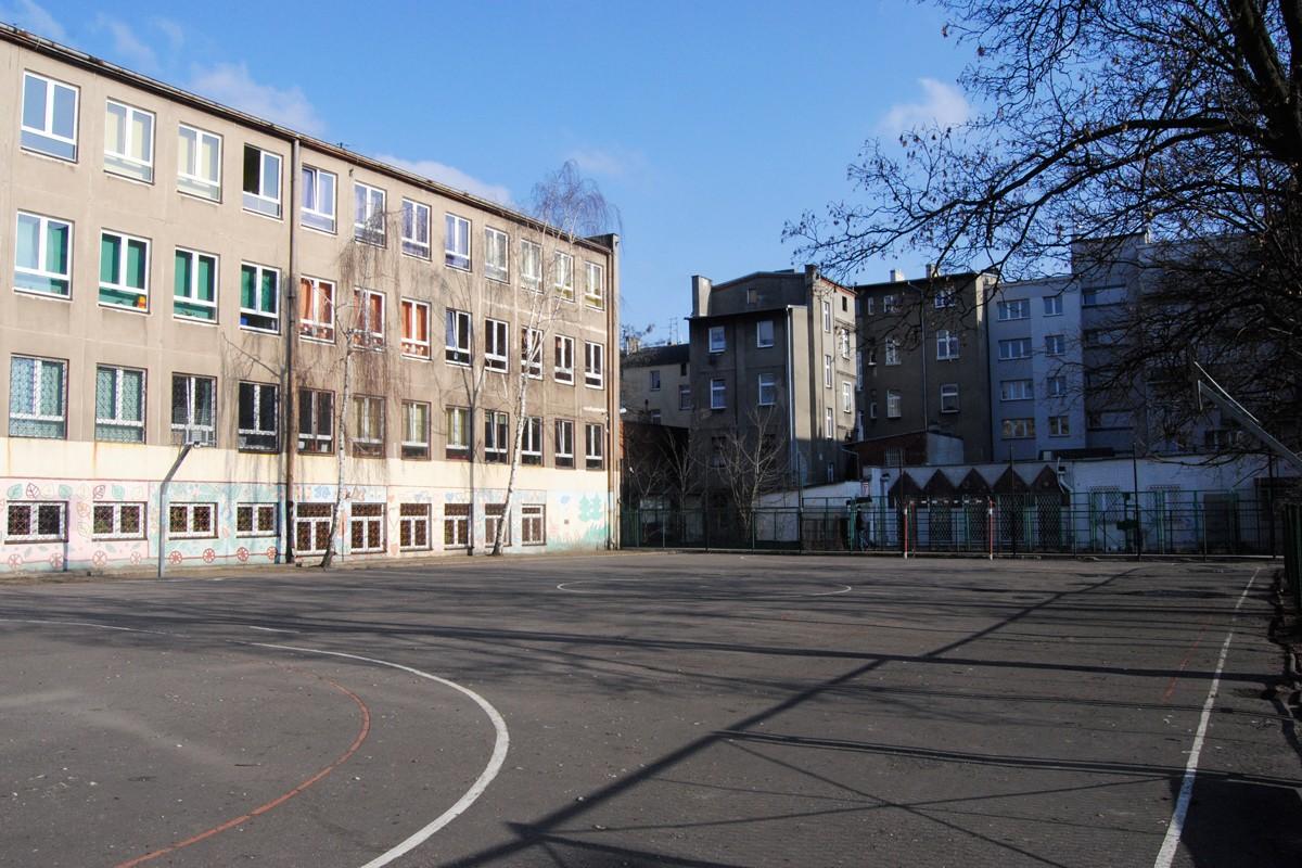 SP nr 58, boisko - LG (2)
