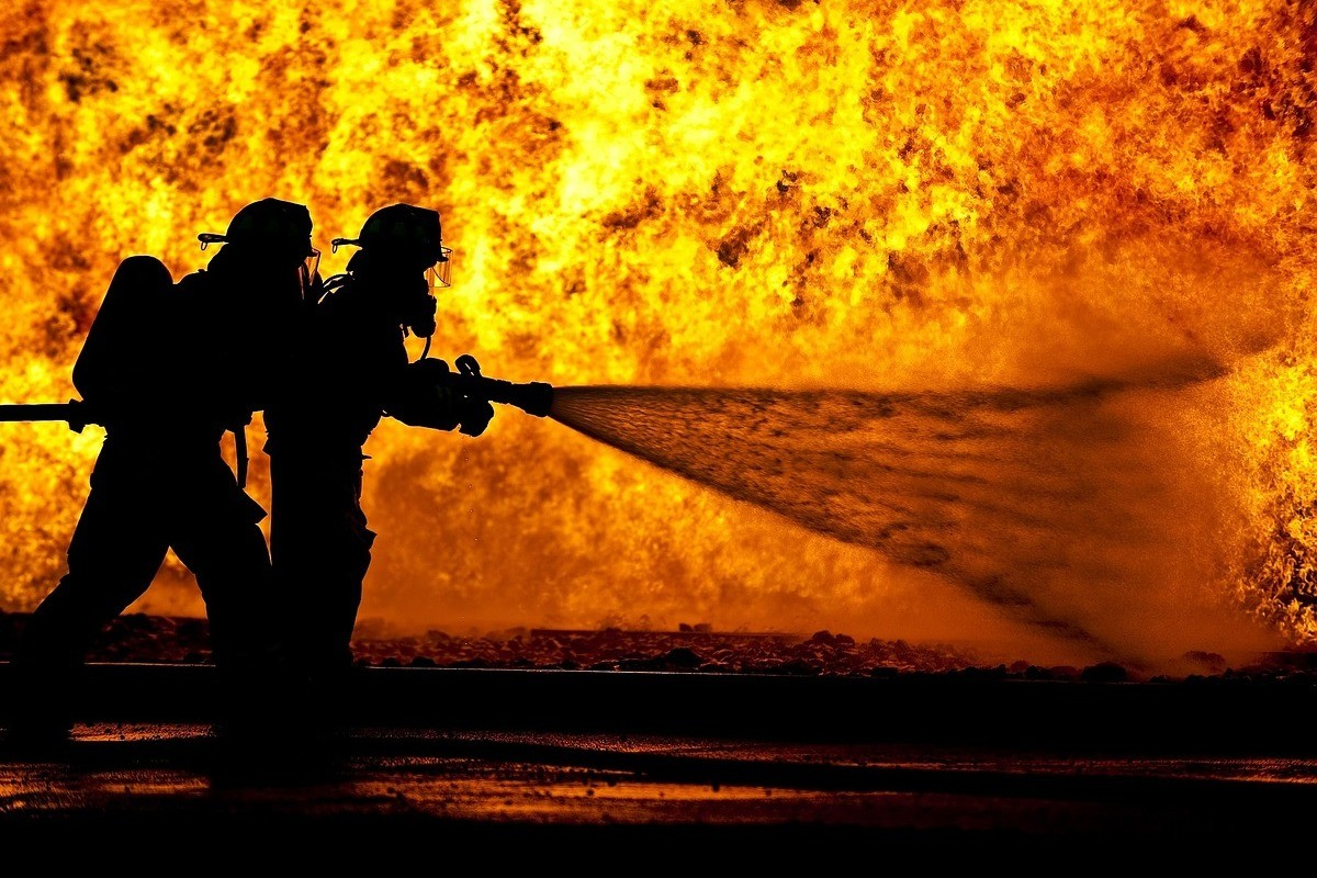 firefighters-870888_1280