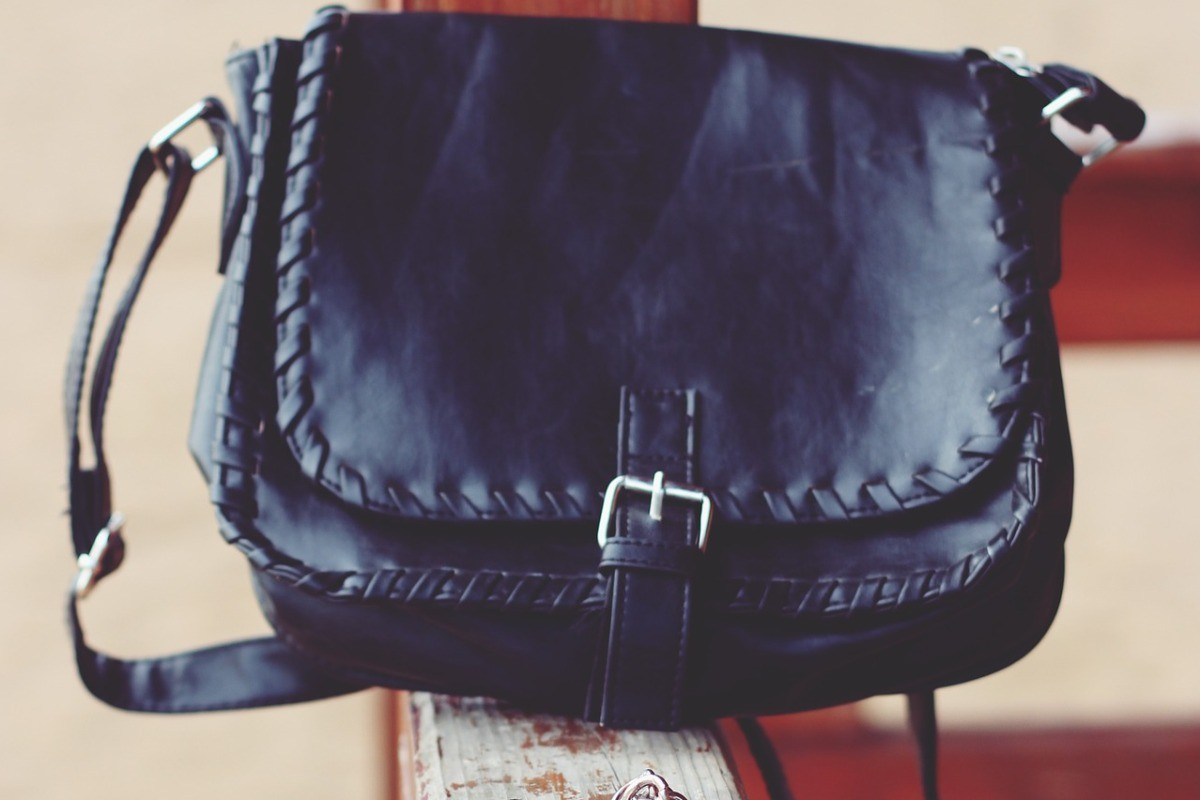handbag-791978_1920