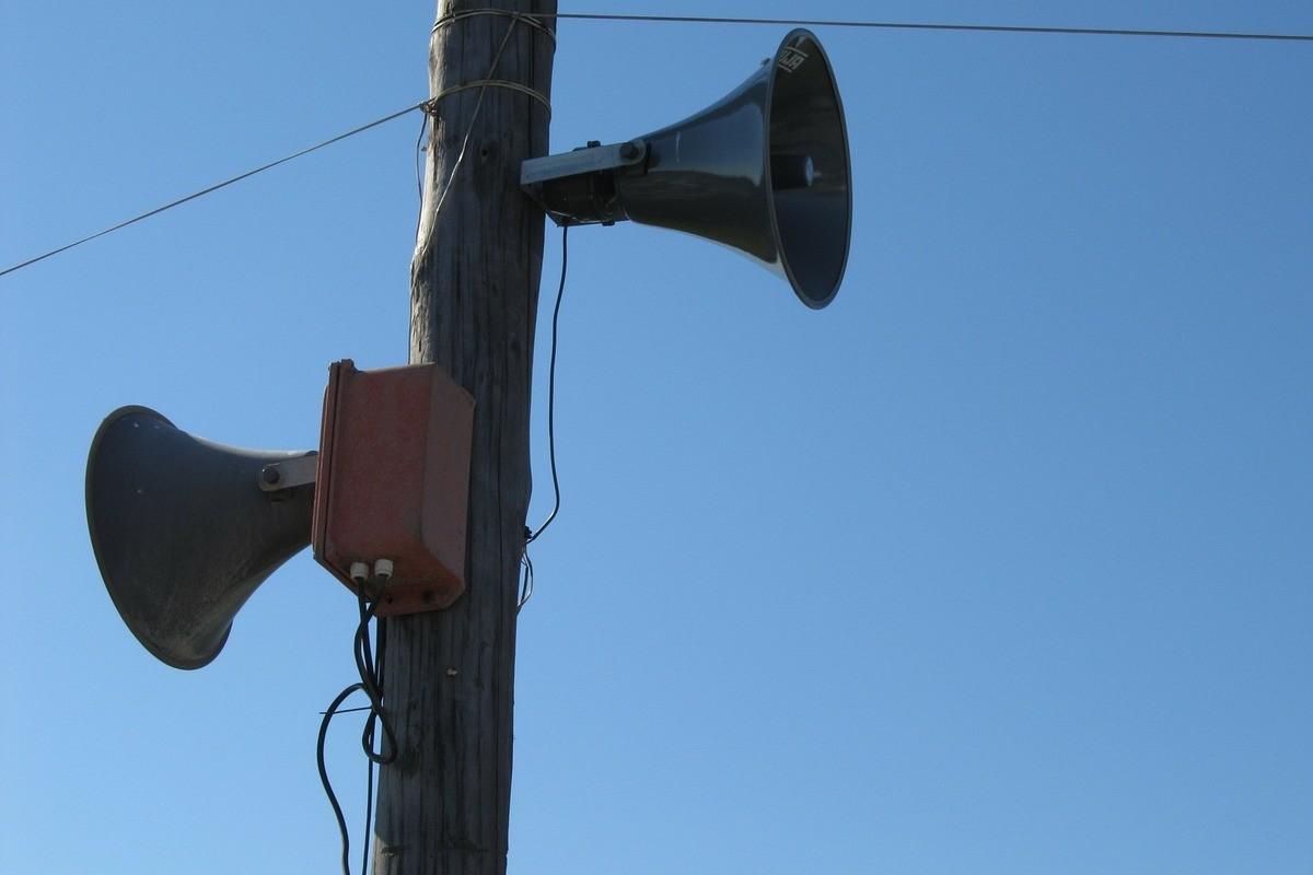 loudspeakers-112413_1280
