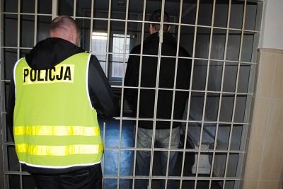 policja-swiecie-wiezienie-kratki-zatrzymanie