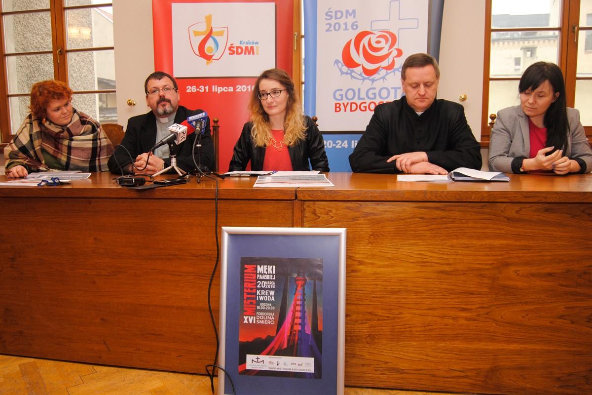 Mariola Ciesielska, ks. Krzysztof Buchholz, ks. Dariusz Białkowski - LG (1)