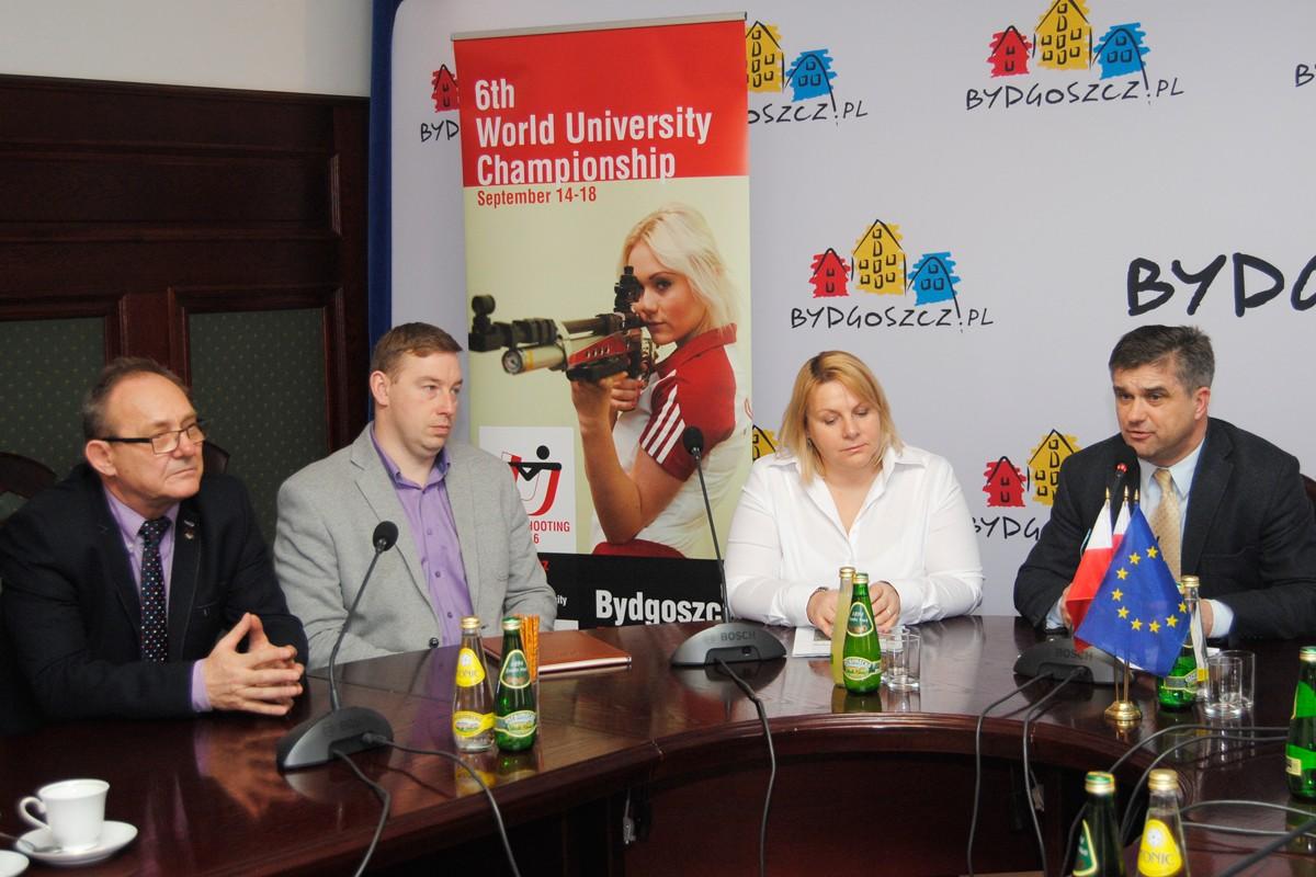 Mariusz Zawodniak, Katarzyna Domańska, Adam Graduszewski, Krzysztof Kościański - LG