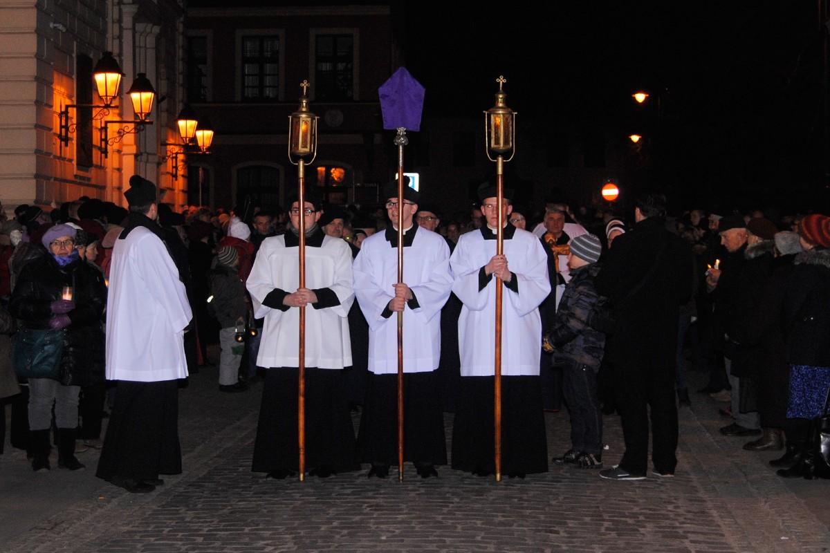 XIII Droga Krzyżowa Diecezji Bydgoskiej - LG (1)