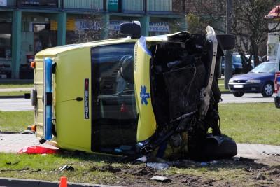 Wypadek karetki z taksówką, Rondo Skrzetuskie - LG (10)