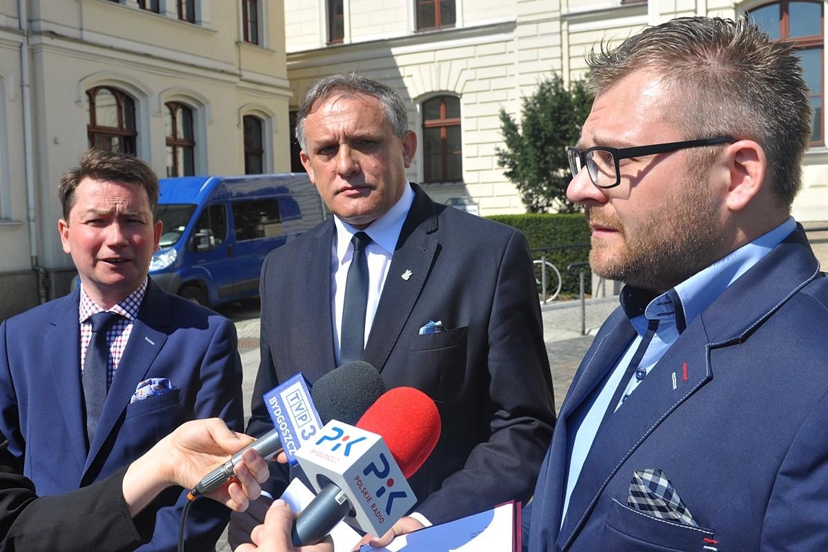 Tomasz Rega, Mirosław Jamroży, Rafał Piasecki - ST