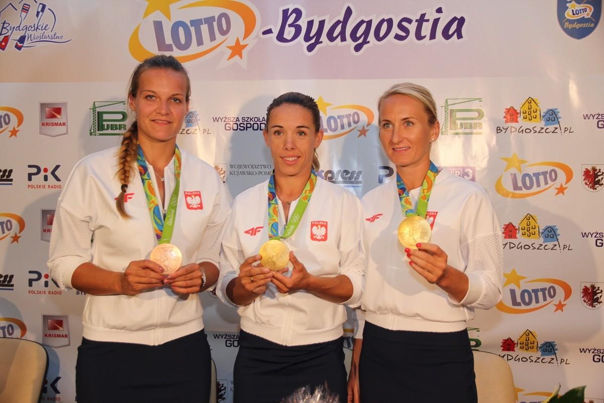 Monika Ciaciuch, Magdalena Fularczyk, Natalia Madaj - Roksana Żurawska