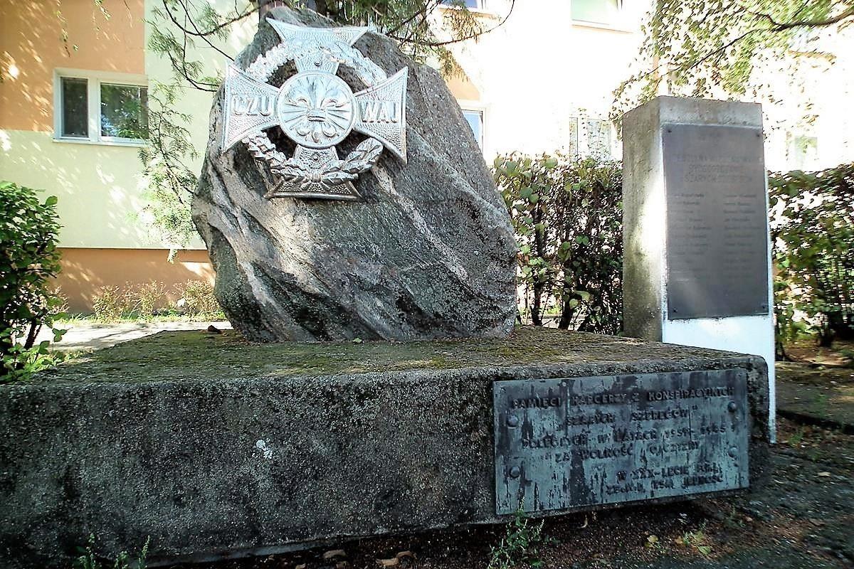 Harcerski pomnik przy Szarych Szeregów