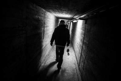 01.12.2014 Bydgoszcz . Projekt TeH2O . Exploseum DAG Fabrik Bydgoszcz . Lukasz Stachowiak , przewodnik .  Fot. Tymon Markowski / Bialo-Czarna