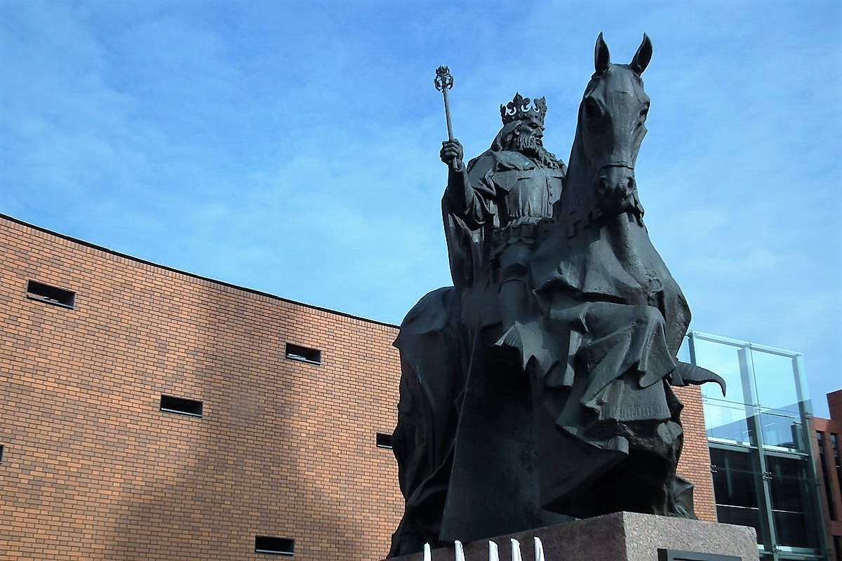 pomnik Kazimierza Wielkiego