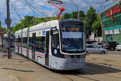 PESA_tram_at_Shchukinskaya_06-2015
