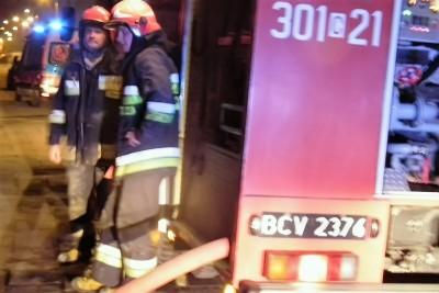 strażacy nocą