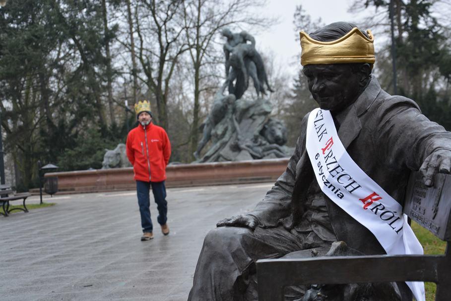 pomniki, trzech króli, korony - mat. prasowe (1)