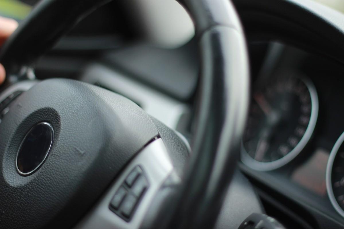 auto_samochód_kierownica