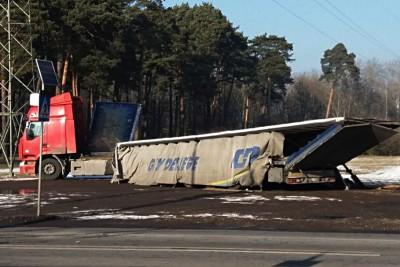 wiadukt_Nakielska_ciężarówka_nadesłane (1)