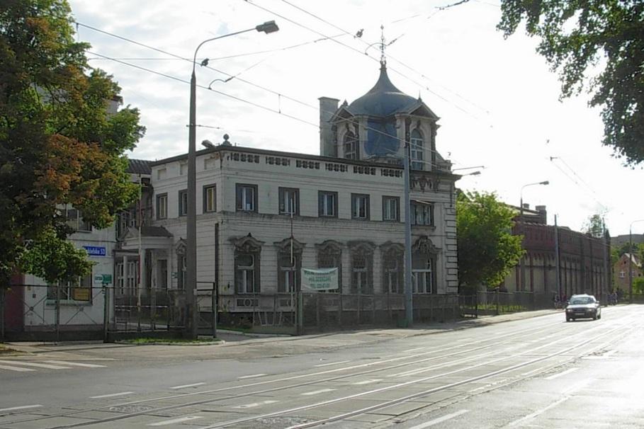 Pałac Blumwe, Fabryka Obrabiarek do Drewna - wikipedia