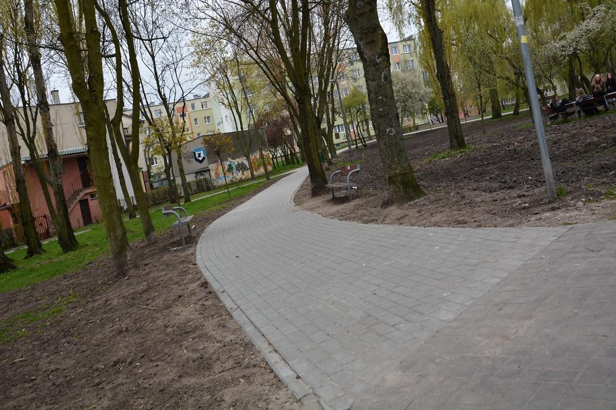 Osiedle Piastowskie I z piÄ™knymi parkowymi alejkami 03