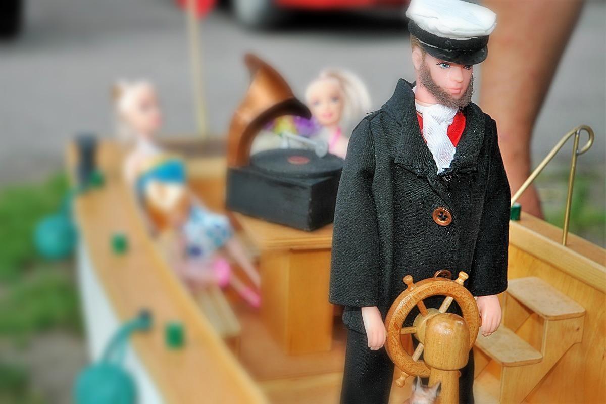 Wystawa na barce Lemara