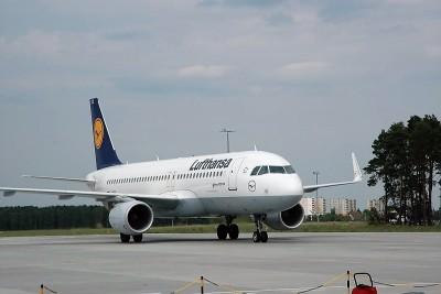 Mistrzotwa Europy U-23_SG (1), samolot, lotnisko, Lufthansa