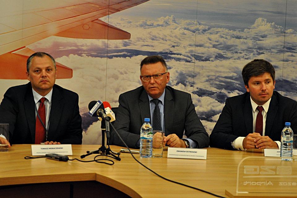 Tomasz Moraczewski, Zbigniew Ostrowski, Adrian Kubicki, lotnisko - ST