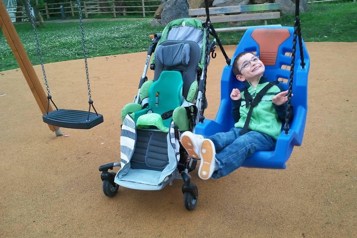 dziecko_niepełnosprawność_wózek_wolnydostęp