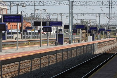 9.12.15-Bydgoszcz-Główna-dworzec-kolejowy-peron-Wierzchucin-pociąg-tory-ED-1200x800