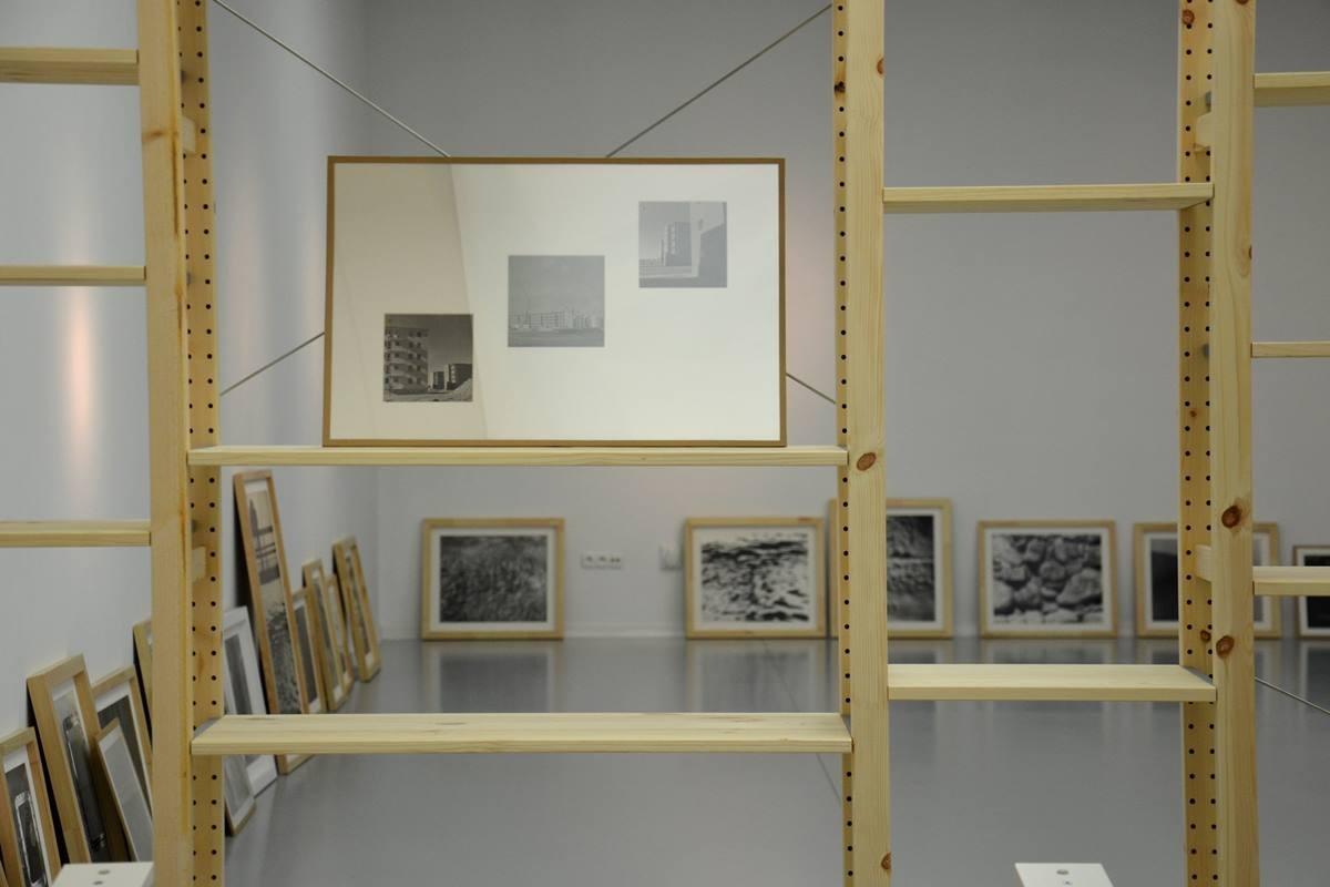 Montaż wystawy zdjęć BańkowskiegoaBL1