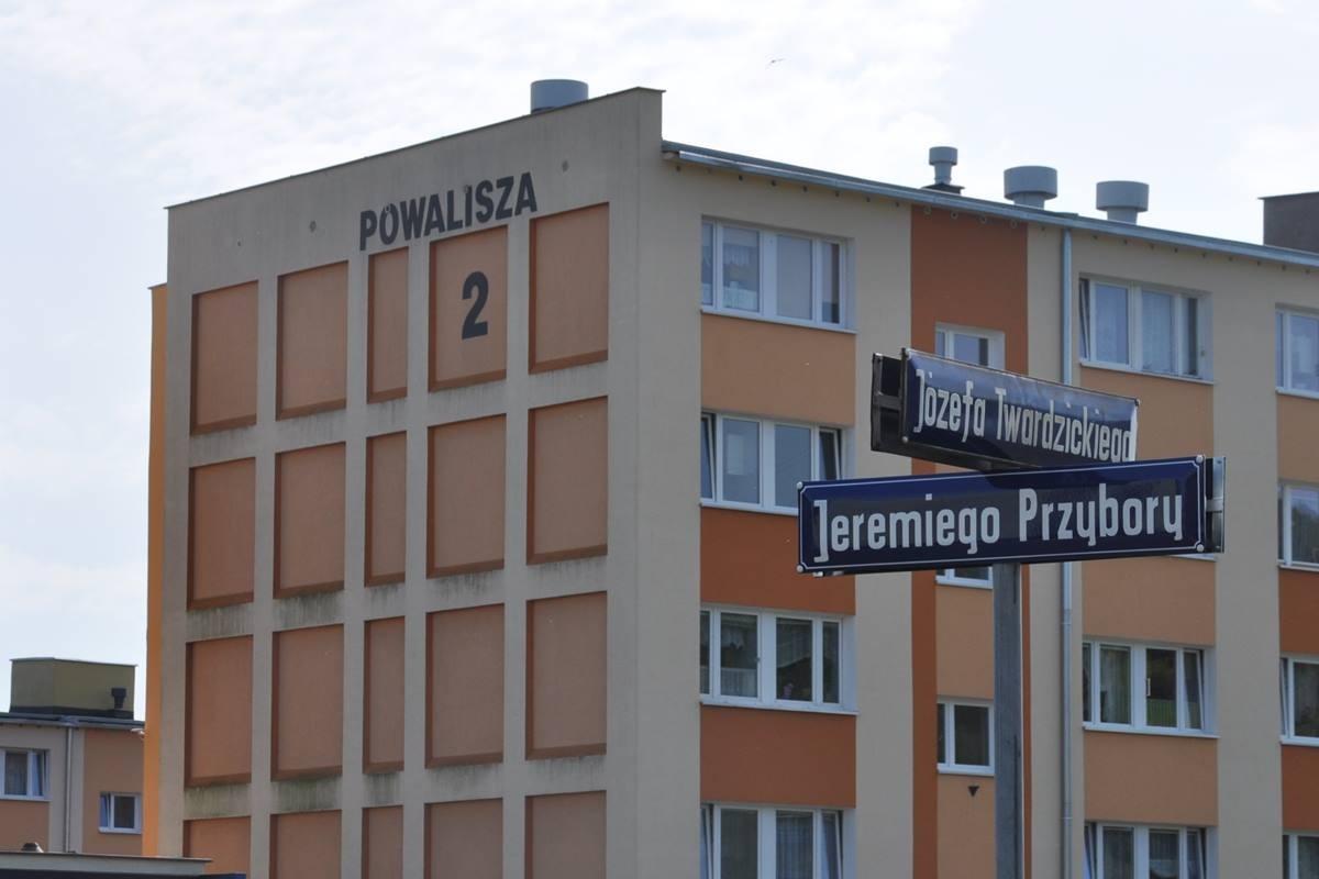 Przybory_Powalisza_tabliczka_dekomunizacja_JW