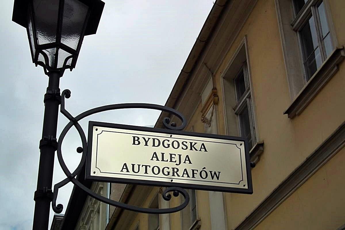 Długa_Bydgoska_Aleja_Autografów_SG
