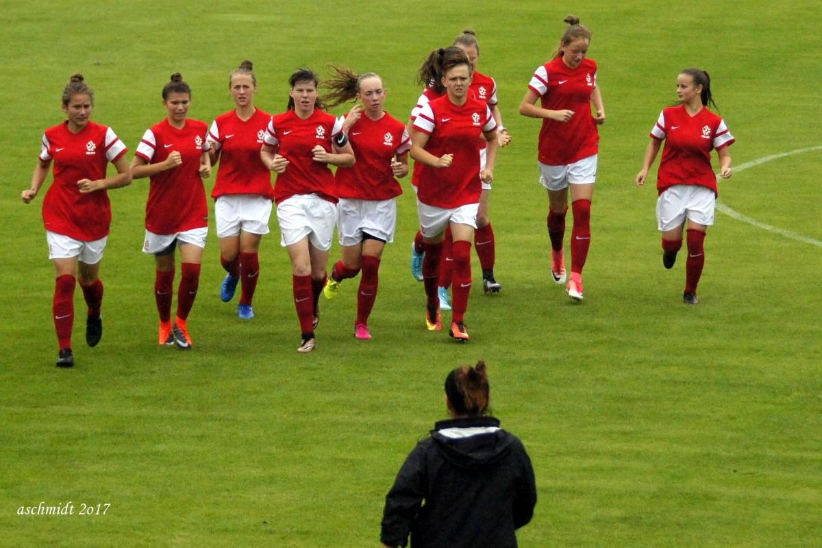 POL-u-17 kobiety_piłka