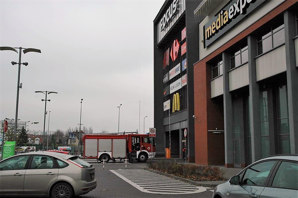pożar, focus mall - SG (4)