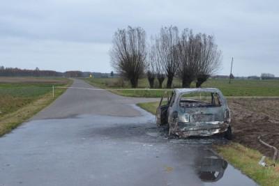 spalony samochód, zwłoki - kpp policji (1)