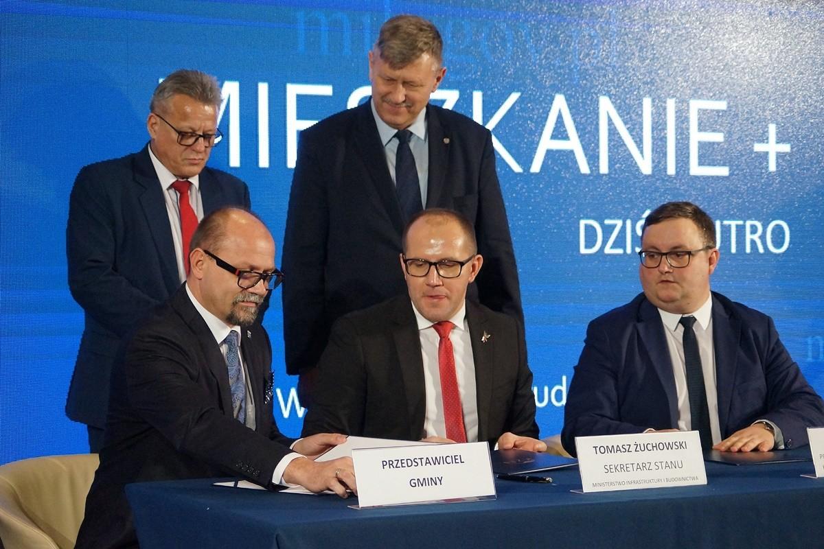 mieszkanie plus, koronowo, stanisław gliszczyński, podpisanie umowy - kpuw