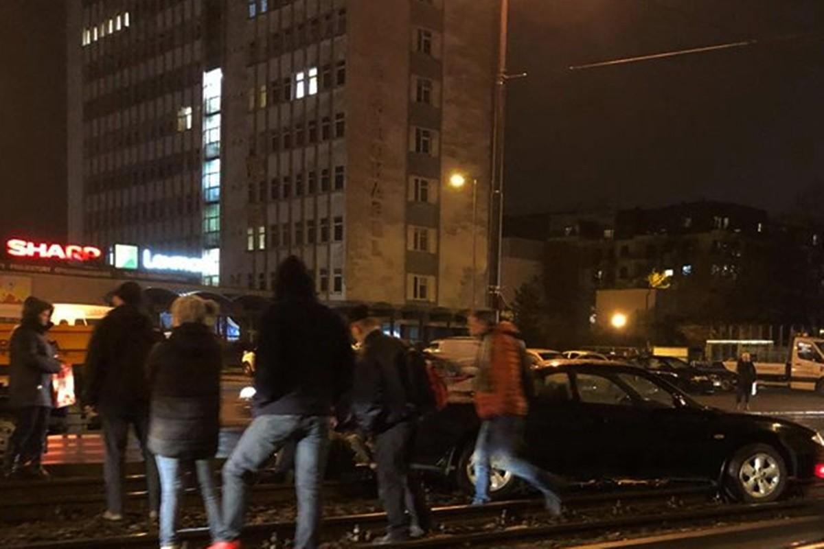 jagiellońska_auto na torach_nadesłane