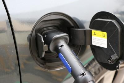samochód elektryczny, elektromobilność, stacja ładowania - pixabay