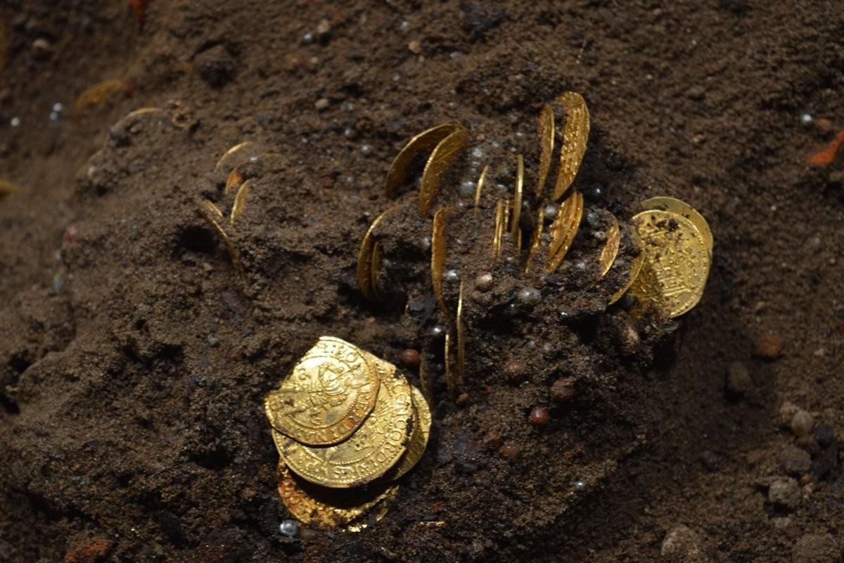 skarb, bydgoszcz, monety - mat. konserwatora (2)