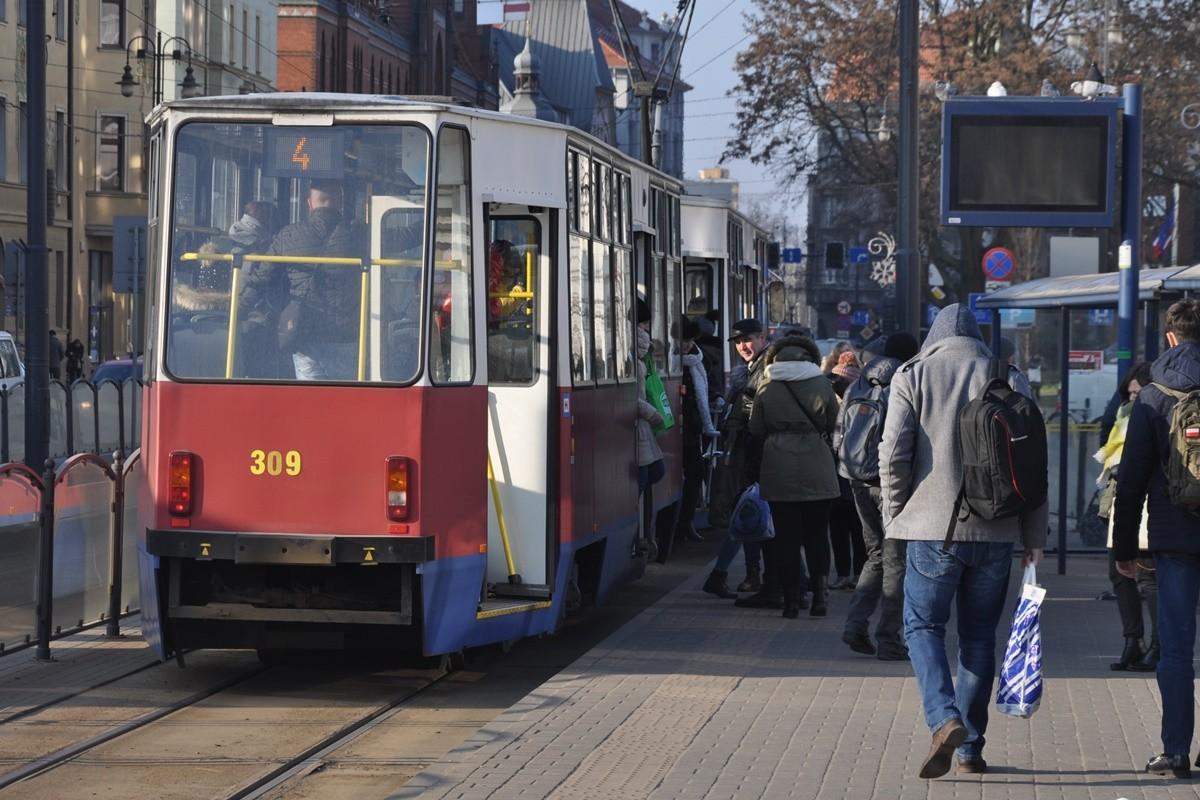 tramwaj, linia 4, rondo jagiellonów , pasażerowie - st