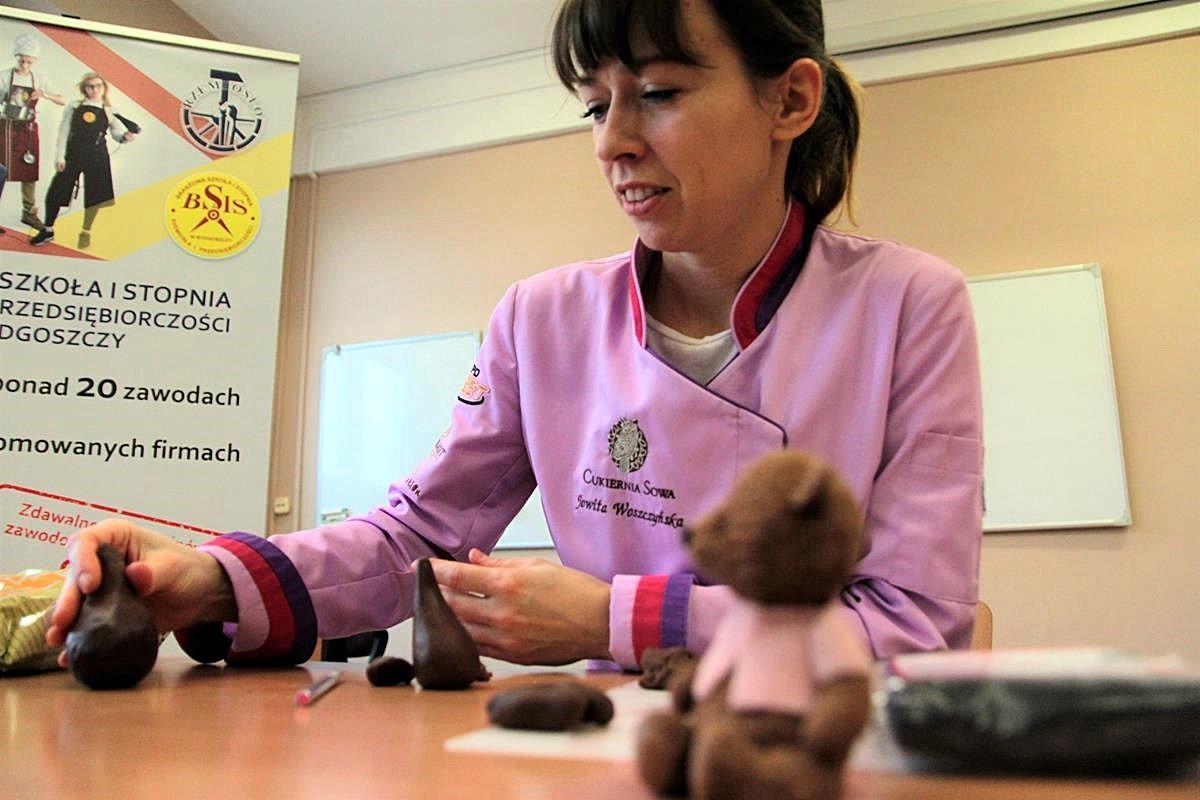 Jowita Woszczyńska jako nauczycielka_SG (5)