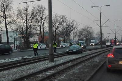 auto na torach tramwajowych_fordońska-fabryczna_nadesłane-1