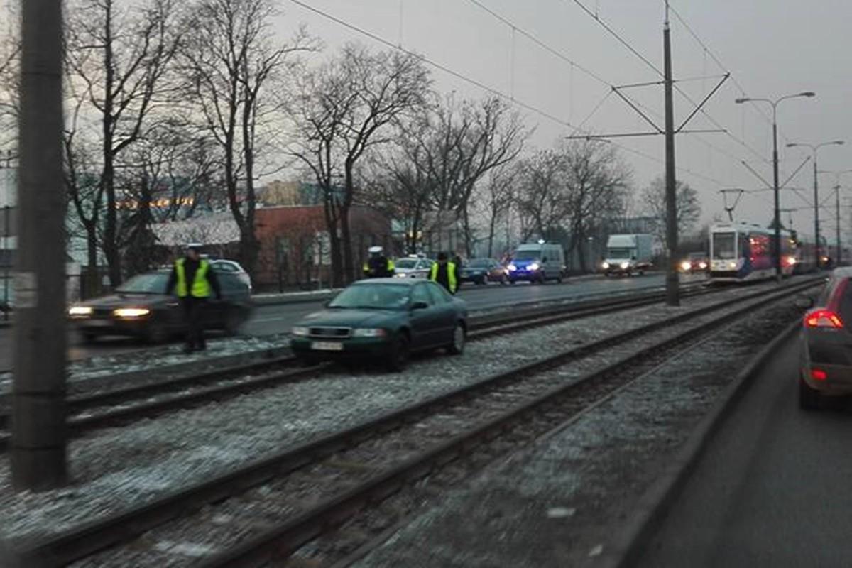 auto na torach tramwajowych_fordońska-fabryczna_nadesłane