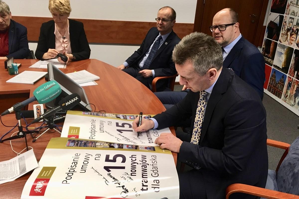 podpisanie umowy_dostawa tramwajów Pesa do Gdańska - Nadesłane-1