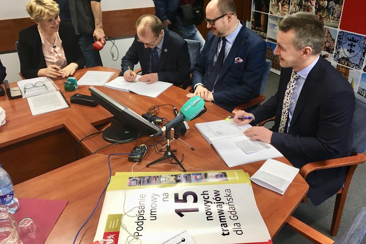 podpisanie umowy_dostawa tramwajów Pesa do Gdańska - Nadesłane